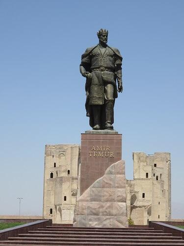 シャフリサブスのアクサライ宮殿にあるティムール像