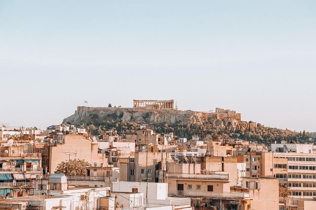 ギリシャのアテネ 町中から見えるパルテノン神殿