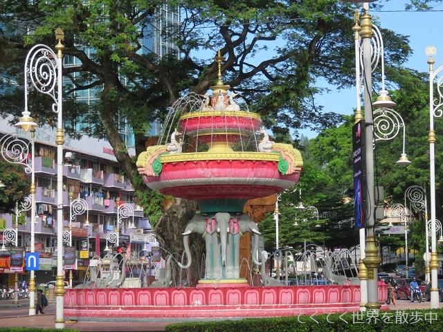 マレーシア・クアラルンプールのリトルインディアの噴水