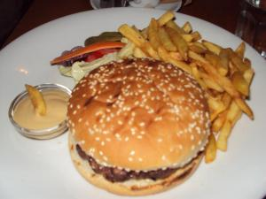 Fraktal burger and fries