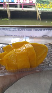 fresh mango also freshly sliced