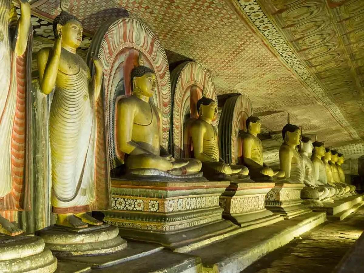 Sri Lanka Travel Guide for the Dambulla Cave complex