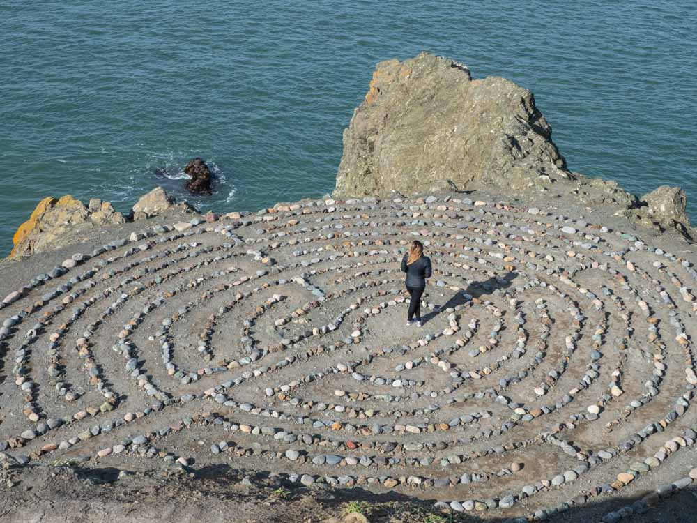 Hidden things to see in San Francisco: Labyrinth in Lands End. Woman standing in the middle