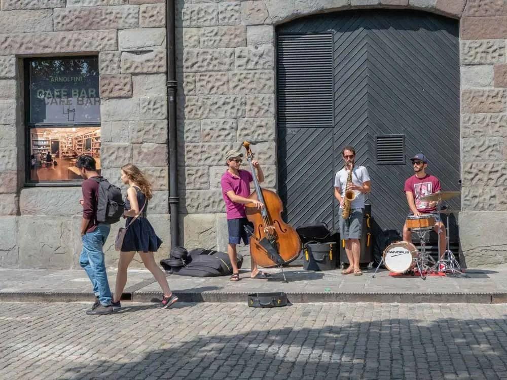 Bristol Arnolfini street musicians