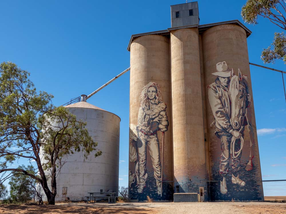 Roseberg silo mural by Kaff-eine. Male and female farmers with a horse