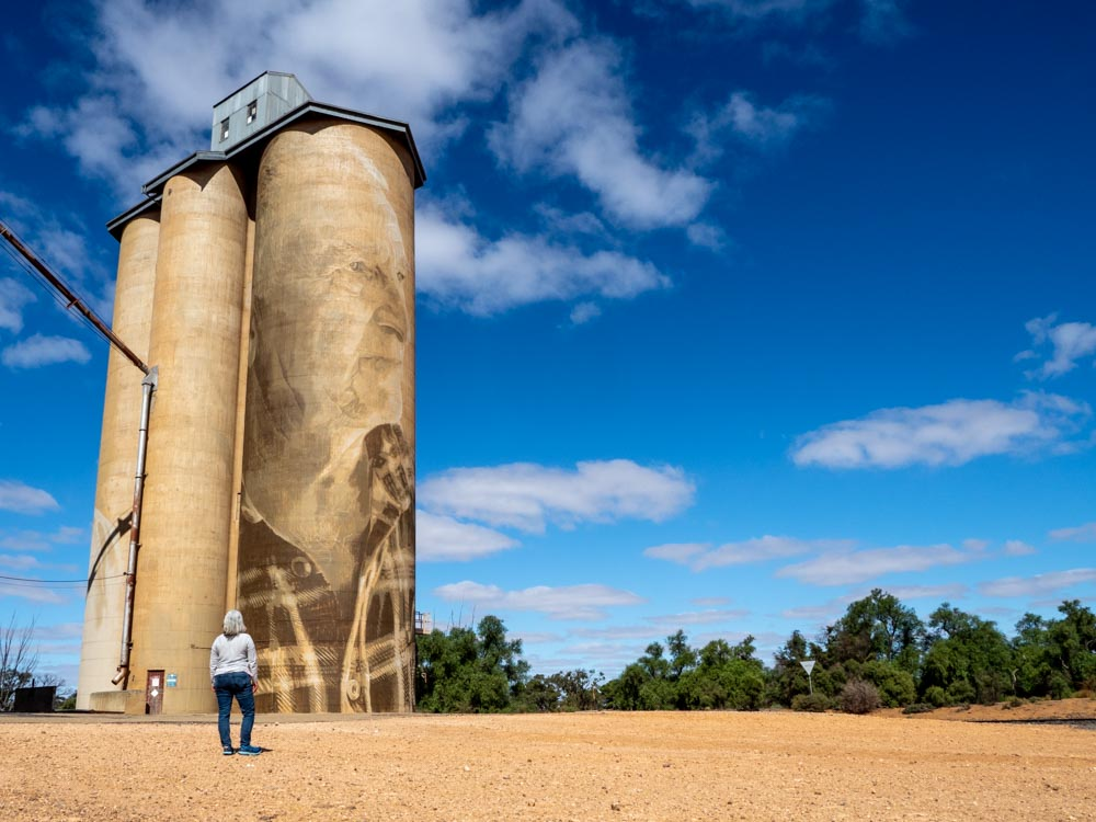 Lascelles silo mural by Rone.