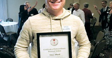 HIGH SCHOOLER AWARDED FOR ASSISTING CHOKING STUDENT