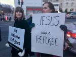 Conservative evangelicals join letter denouncing Trump's order on refugees