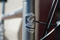 Moots Vamoots CR head badge detail.