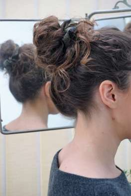 Wayome Upcycling coiffure chouchou bun droite miroir