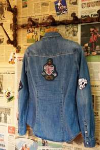 Wayome Upcycling patch vaudou chemise jeans derriere