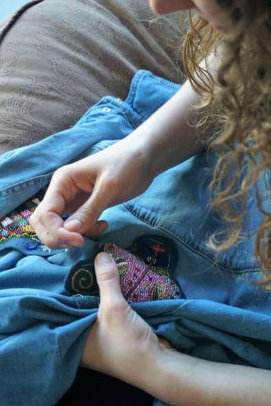 Wayome Upcycling customiser une chemise en jean - couture image cinq zoom