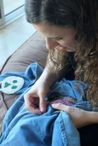 Wayome Upcycling customiser une chemise en jean - couture image une