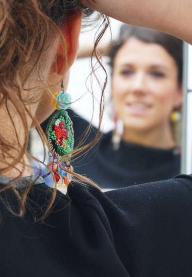 Wayome Upcycling Boucles d'oreilles en canevas cheveux releves zoom boucles