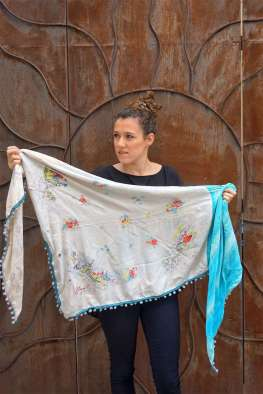 Wayome Upcycling foulard bleu ciel entier cote face