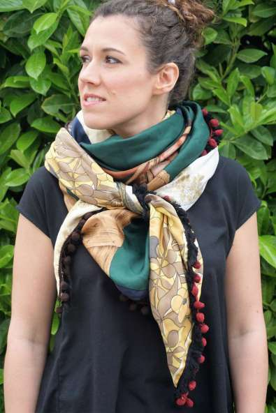Wayome Upcycling foulard cheval zoom regard gauche