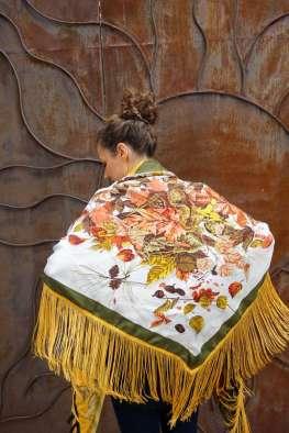 Wayome Upcycling foulard noir et jaune dos bras dessere