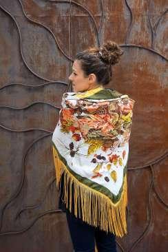 Wayome Upcycling foulard noir et jaune dos bras serres