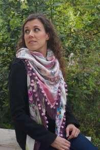 Wayome Upcycling foulard rose et violet vert regard gauche