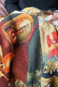 Wayome Upcycling tapis réalisé avec des canevas broderie rouge