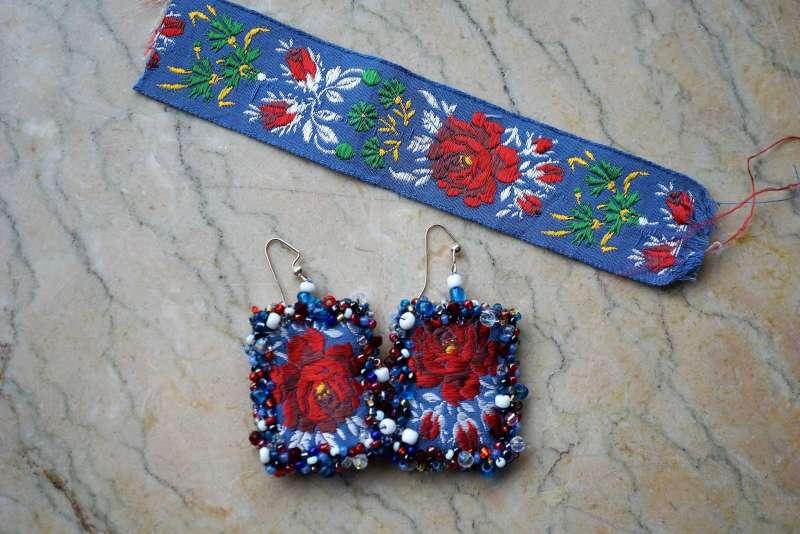 upcycler des rubans BO fleurs bleu