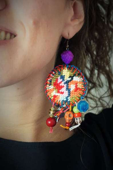 Wayome Upcycling nouvelle creation boucles doreilles zoom oreille gauche