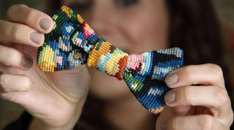 Wayome Upcycling noeud papillon en canevas et bonne humeur zoom multicolore