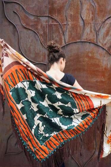 Wayome Upcycline le foulard en soie marron et vert dos vert