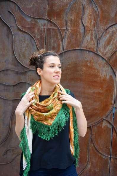 Wayome upcycling le foulard en soie vert jardin regard haut droite