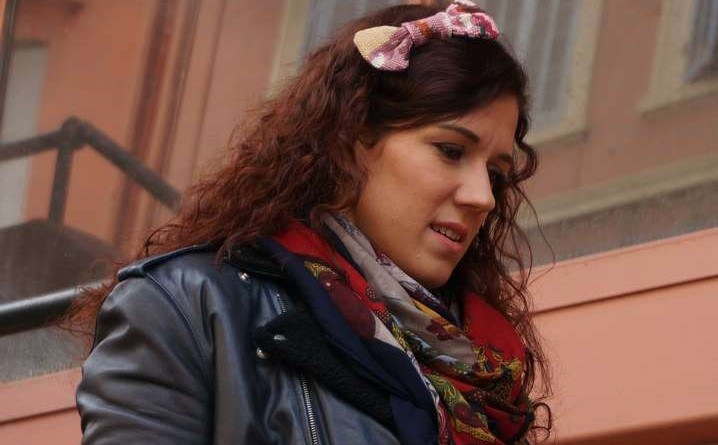 Wayome upcycling Promenade avec un nœud papillon en canevas dans les cheveux image une
