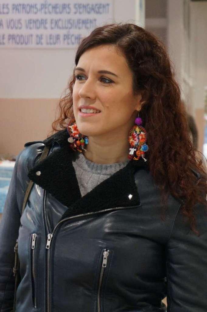 Wayome upcycling faire son marché avec de belles boucles d'oreilles en canevas portrait