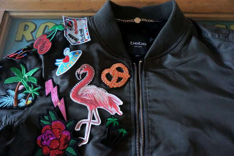 Wayome Upcycling Upcycling d'un bombers avec des patchs début couture
