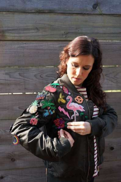 Wayome Upcycling Upcycling d'un bombers avec des patchs placement