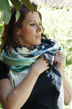 Wayome upcycling Le foulard caméléon noeud devant
