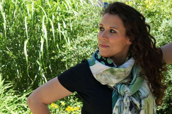 Wayome upcycling Le foulard caméléon regard gauche