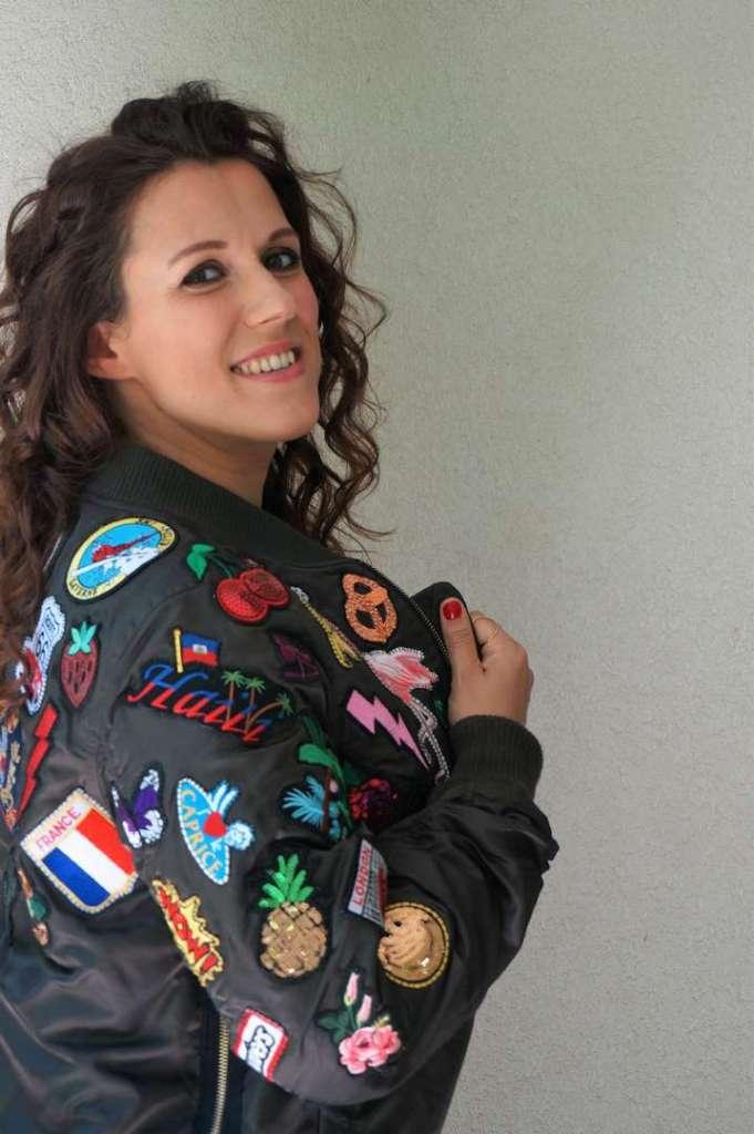 Wayome upcycling Le résultat de mon upcycling de veste bombers avec des patchs sourire