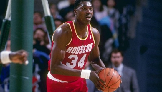 Hakeem-Olajuwon-in-action-e1419187282567