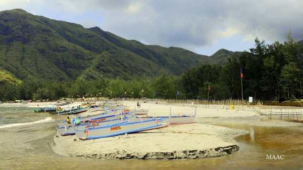 Anawangin beach