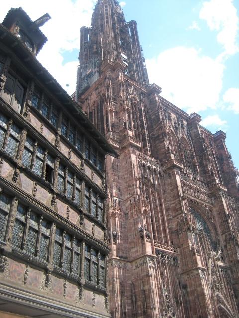 Maison Karmenzell e a Catedral de Notre Dame