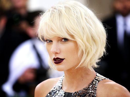 Taylor Swift Reputation album wazzuptonight.com