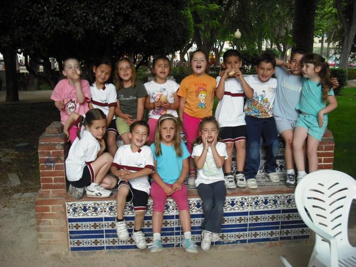 Antes de la tarta, sexto cumpleaños de Pau, amigos del colegio El Pati en Silla, Valencia