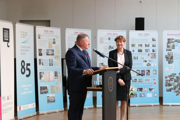 Forum podsumowali dyrektor WBP im. H. Łopacińskiego Tadeusz Sławecki i Joanna Chapska przewodnicząca Zarządu Okręgu SBP w Lublinie