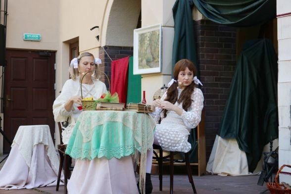 Hesia - Adelina Gierszon i Mela - Anna Czajkowska