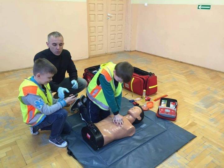 Dzieci uczą się pierwszej pomocy!