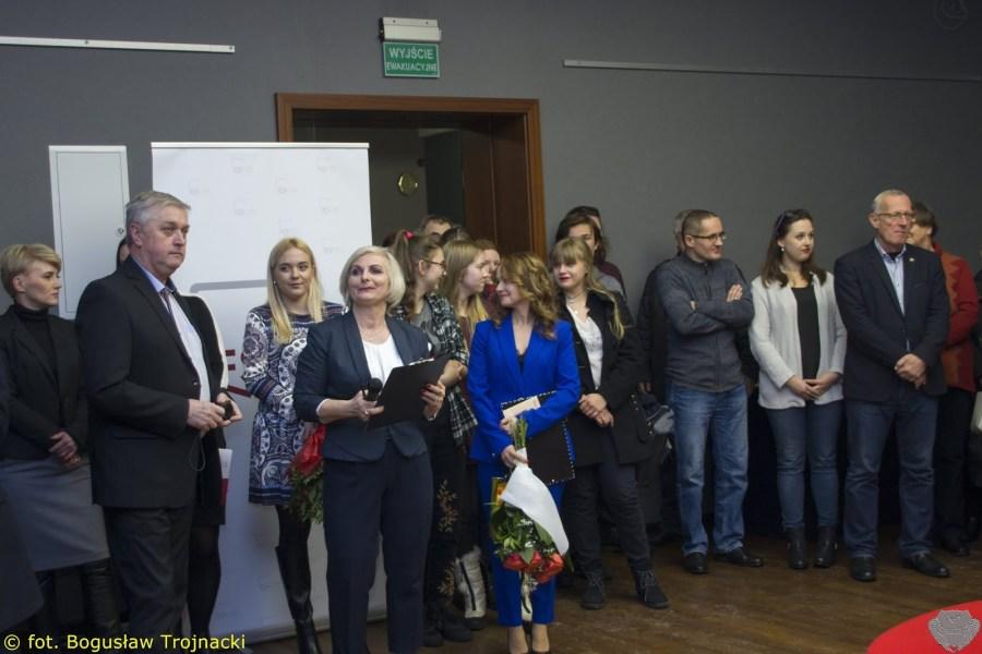"""Wernisaż wystawy """"Po prostu rzeźbię"""" Stanisława Czarneckiego [FOTO]"""