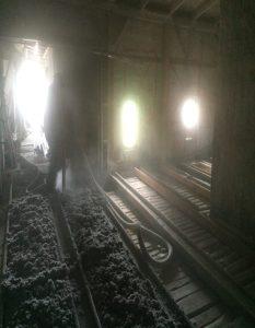 oświetlenie poddasza kamienicy podczas ocieplenie celuloza