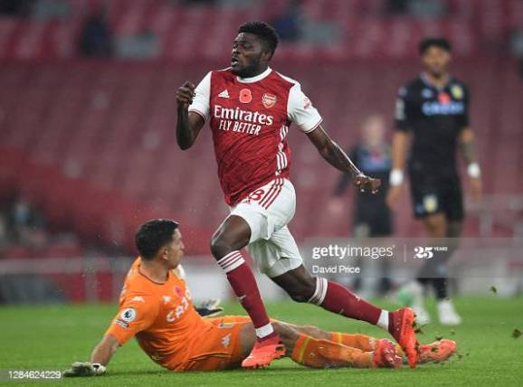 LONDON, ENGLAND - NOVEMBER 08: Thomas Partey of Arsenal is challenged by Emi Martinez of Villa during the Premier League match between Arsenal and Aston Villa at Emirates Stadium on November 08, 2020 in London, England. (Photo by David Price/Arsenal FC via Getty Images)