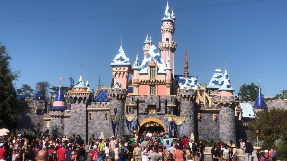 PHOTOS: Guests Seen Wearing Protective Masks at Disneyland Resort ...