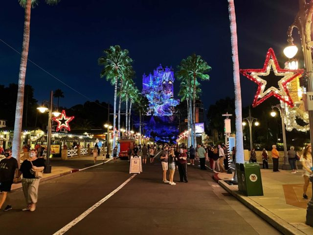 hollywood-holiday-tower-hotel-projections-2020_5
