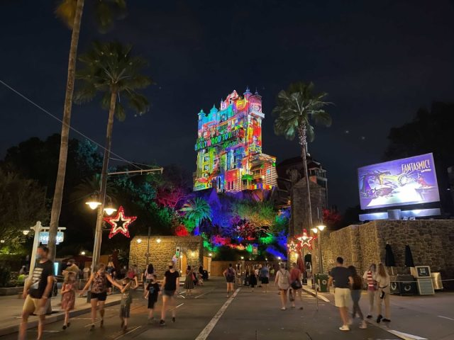 hollywood-holiday-tower-hotel-projections-2020_6